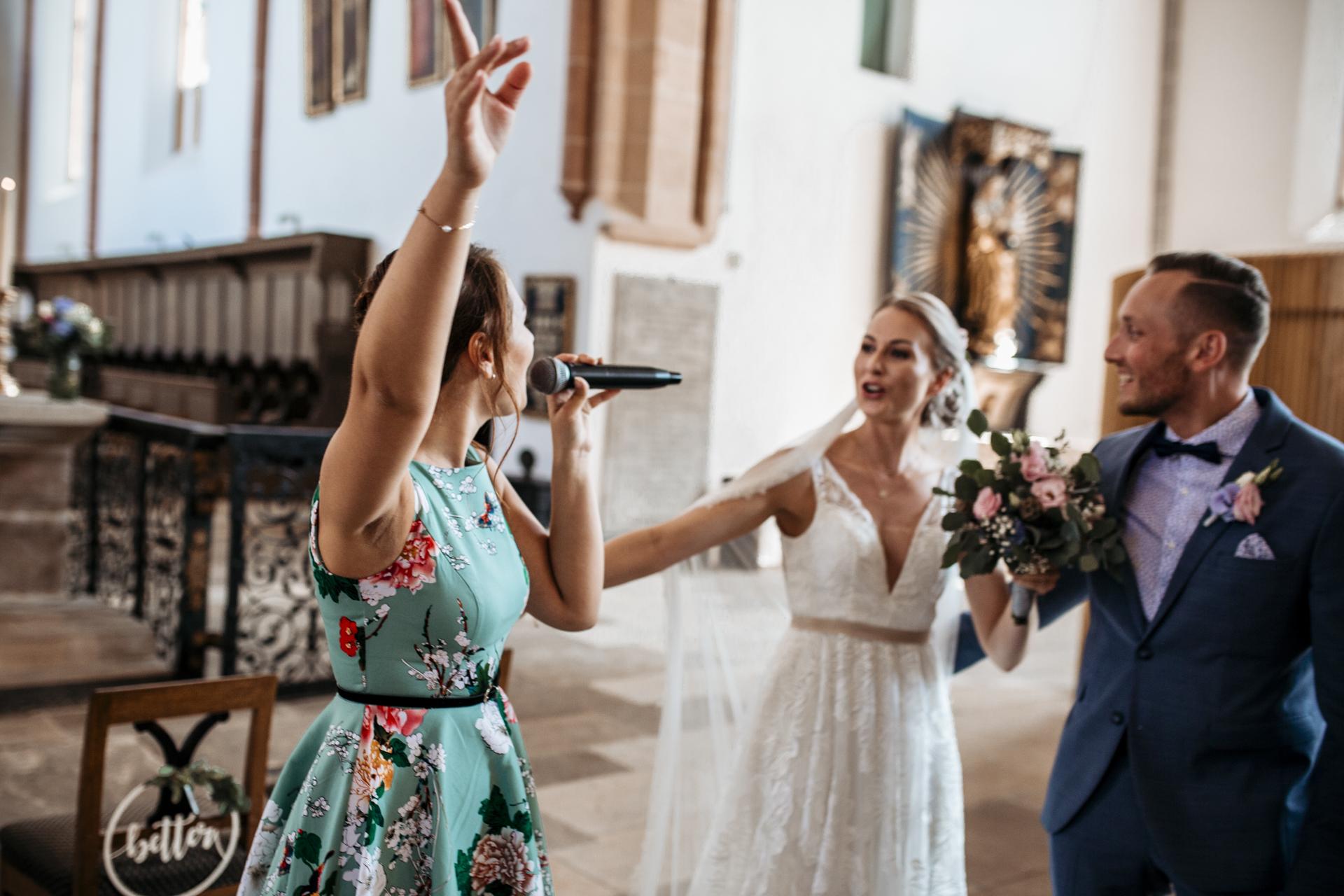 Kirchliche Trauung und Sektempfang